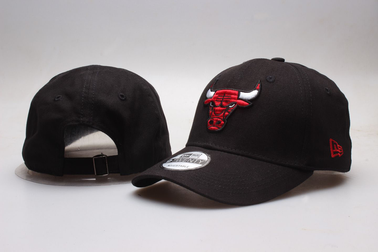 Bulls Team Logo Black Peaked Adjustable Hat YP
