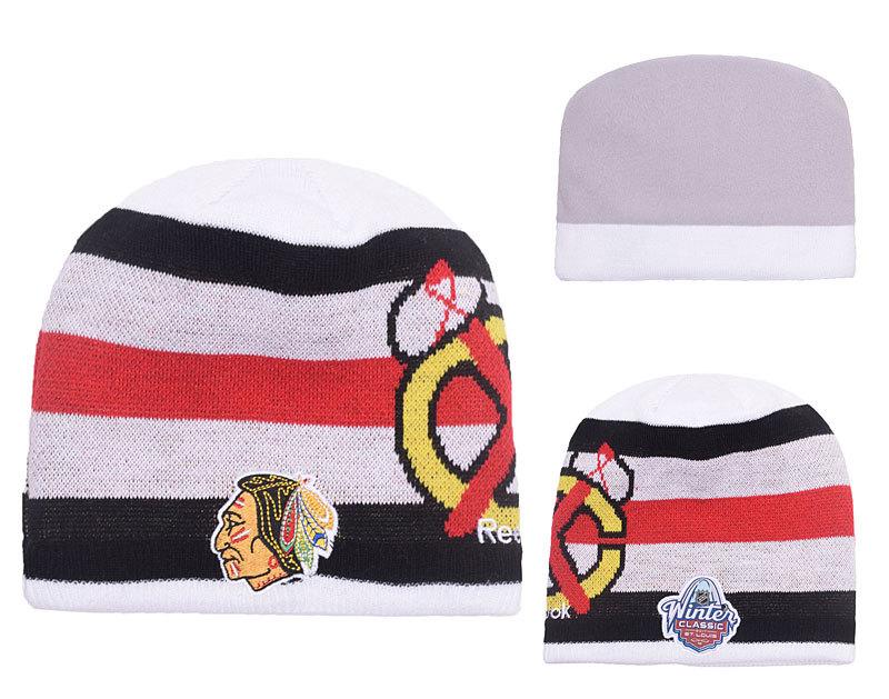 Blackhawks Team Logo White & Black Knit Hat YP
