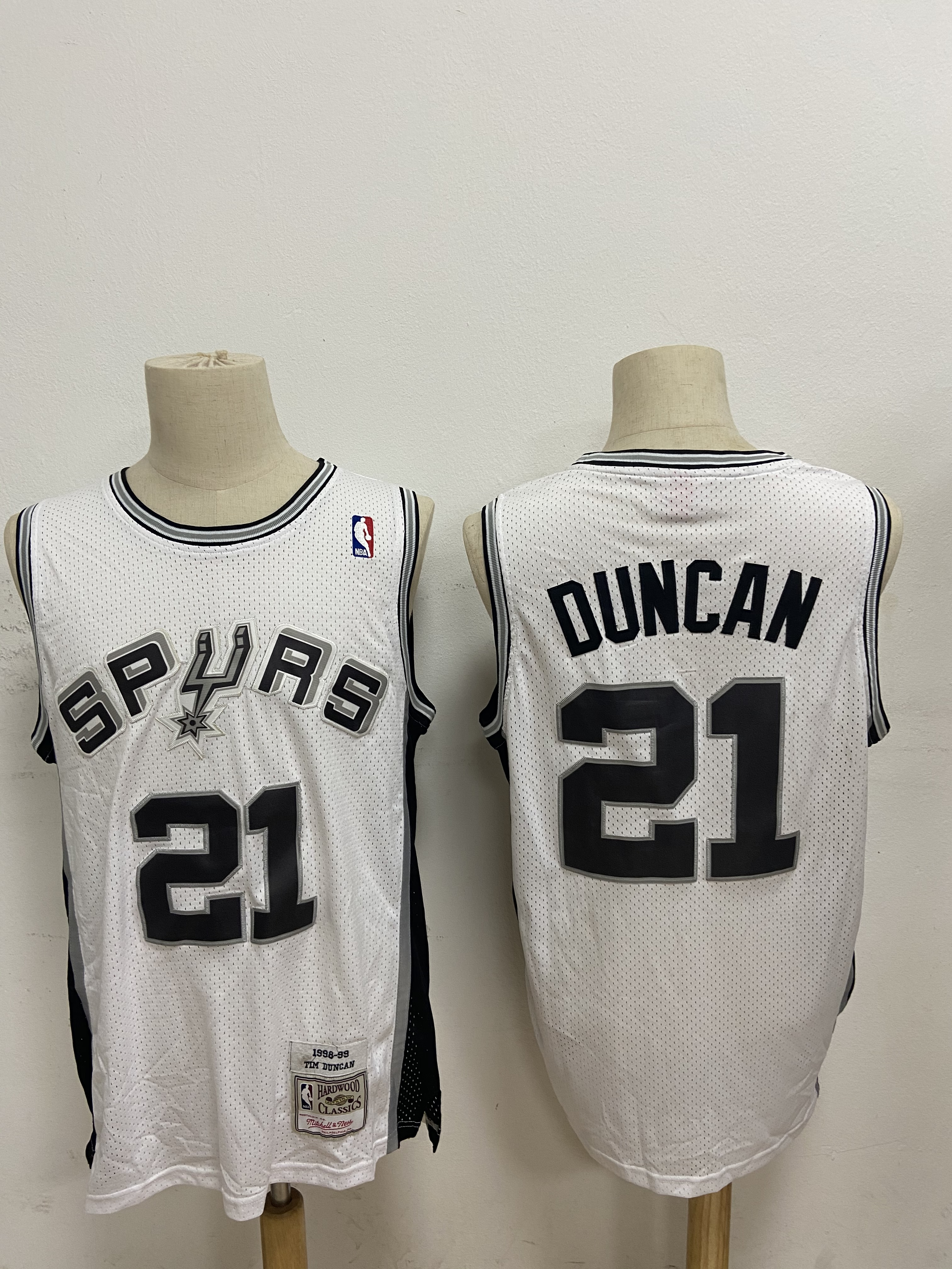 Spurs 21 Tim Duncan White 1998-99 Hardwood Classics Jersey